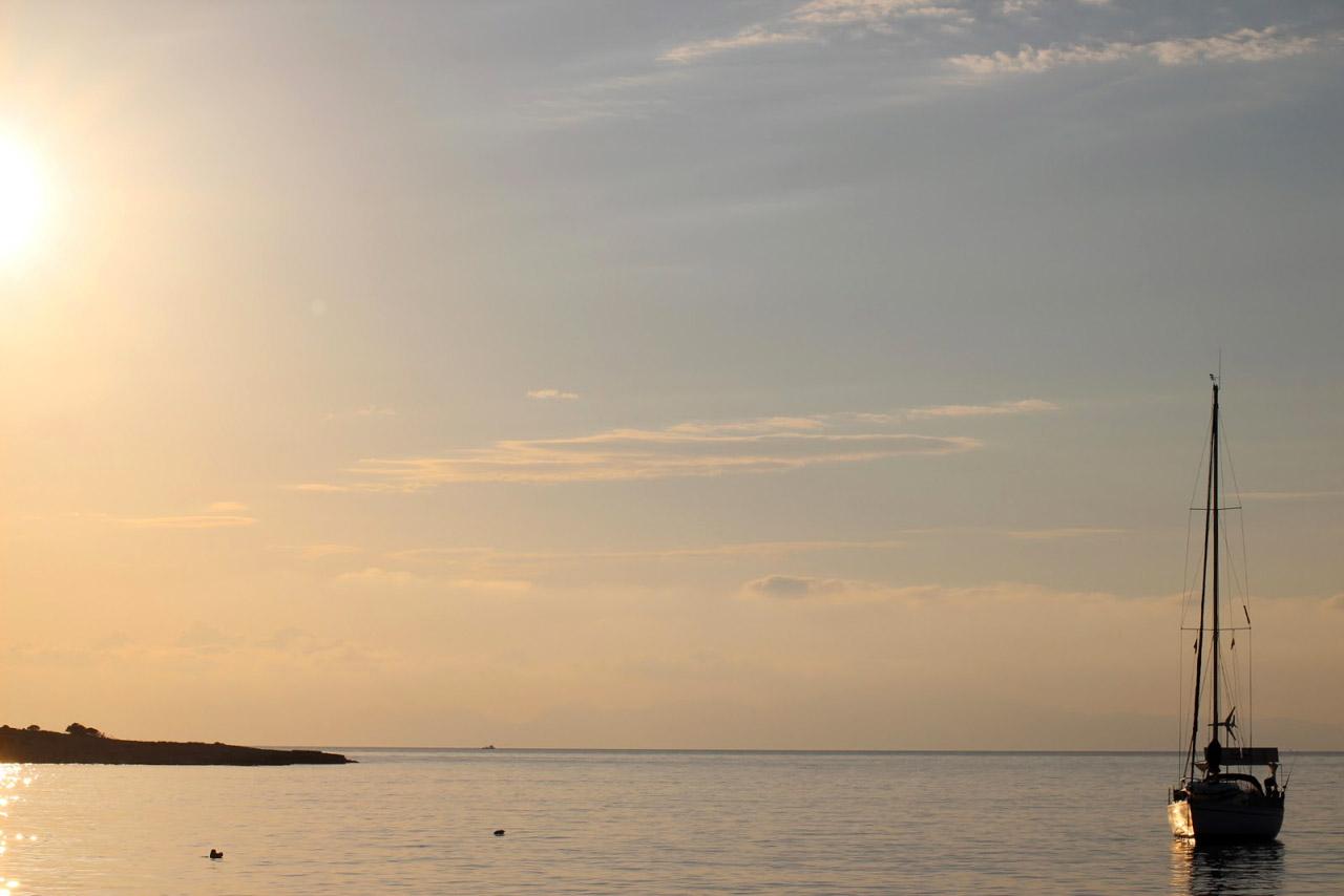 Lever du jour dans la baie de Koufounissi
