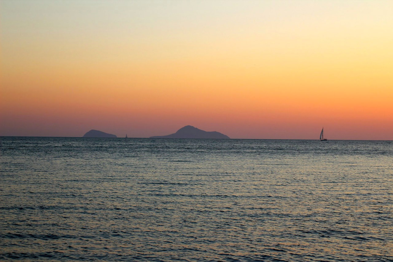 Cyclades-Catamaran-Santorin-12
