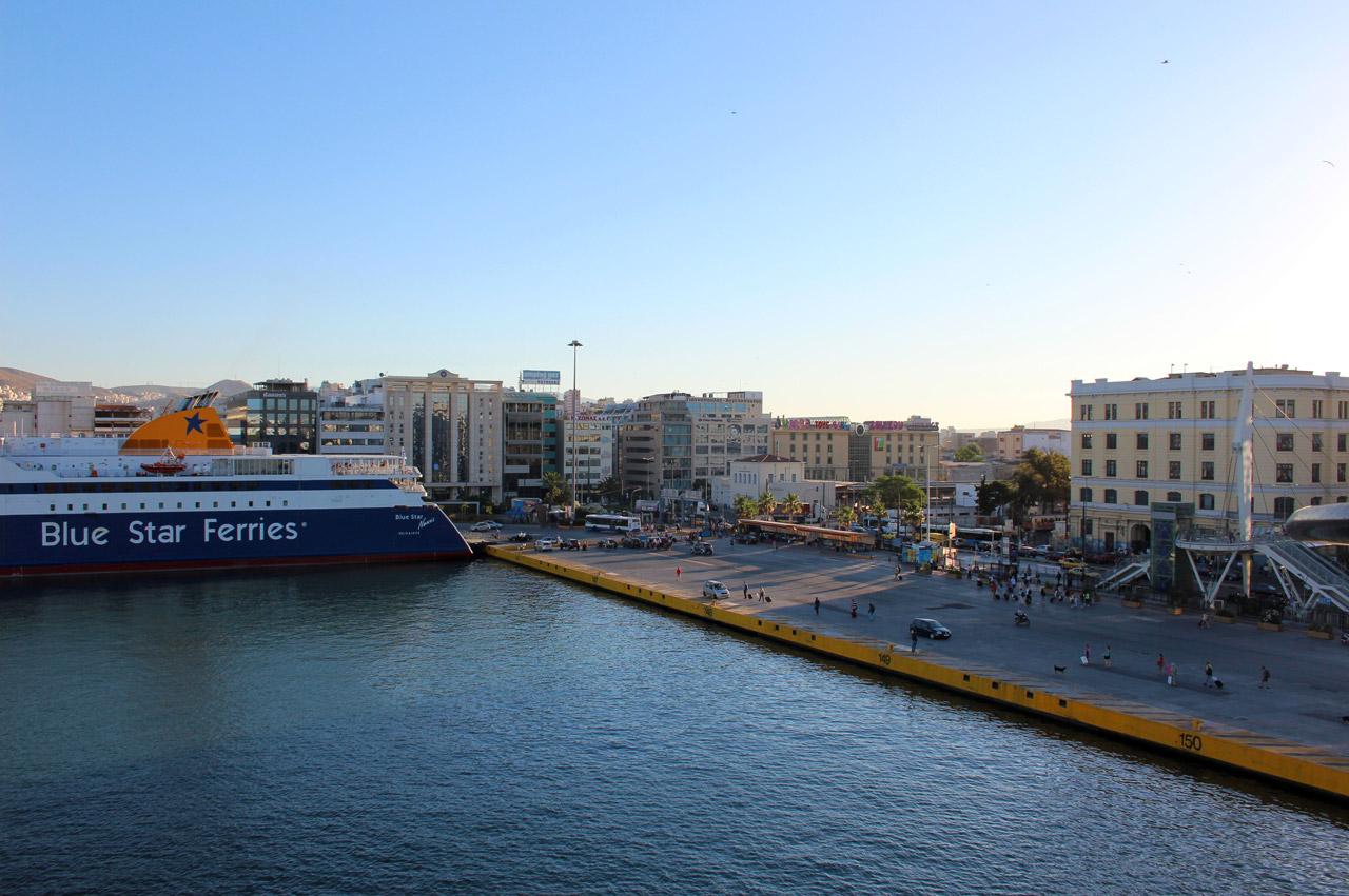 Au port du Pirée depuis le pont de notre ferry