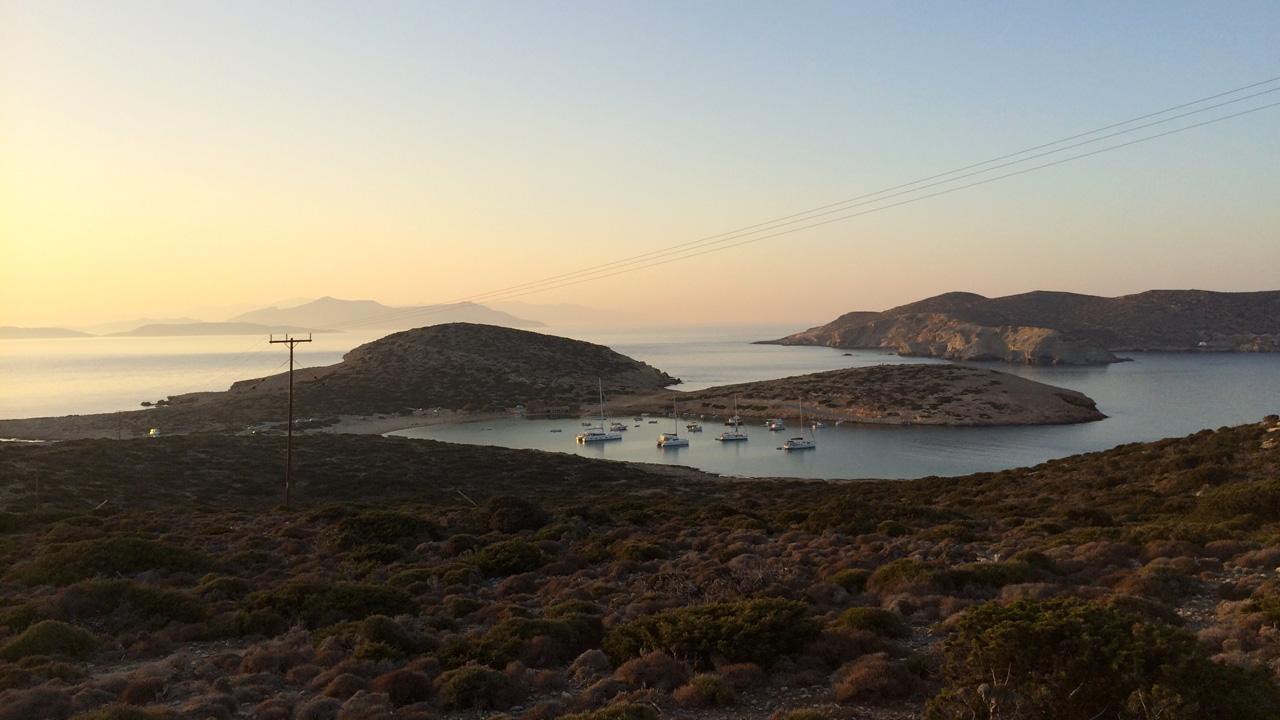 Amorgos - Panorama de la plage de Kalotaritisa