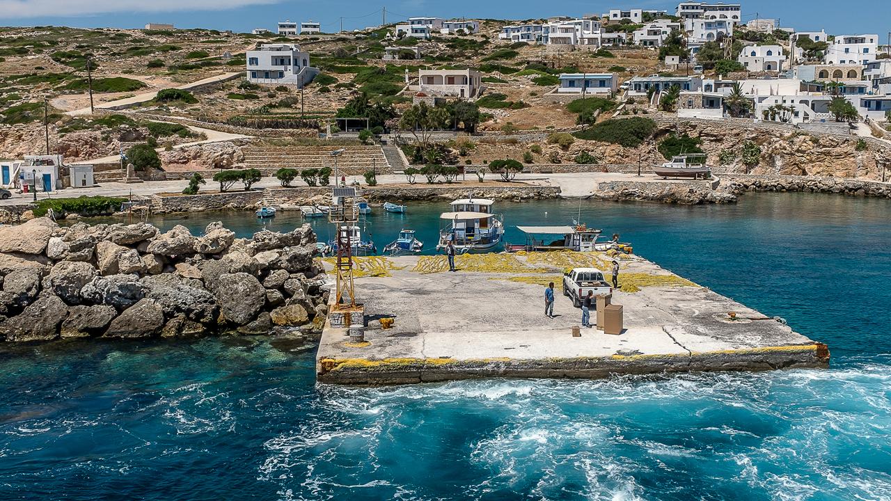 En quittant le port de Donoussia, Cyclades, Grèce