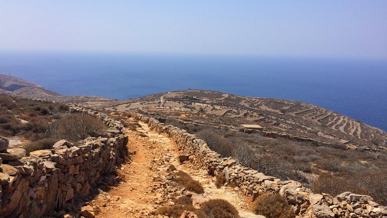 Folegandros, Cyclades, Grèce - Sentier pour la plage de Serfiotiko