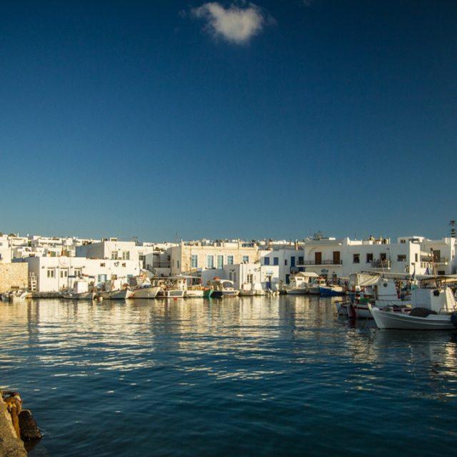 Paros, Cyclades, Grèce : le port de Naoussa