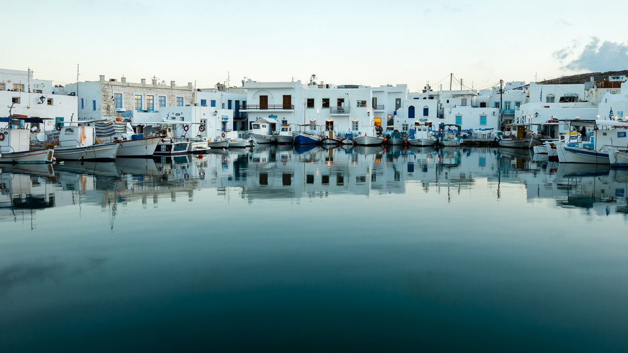 Paros, Cyclades, Grèce : le vieux port de Naoussa