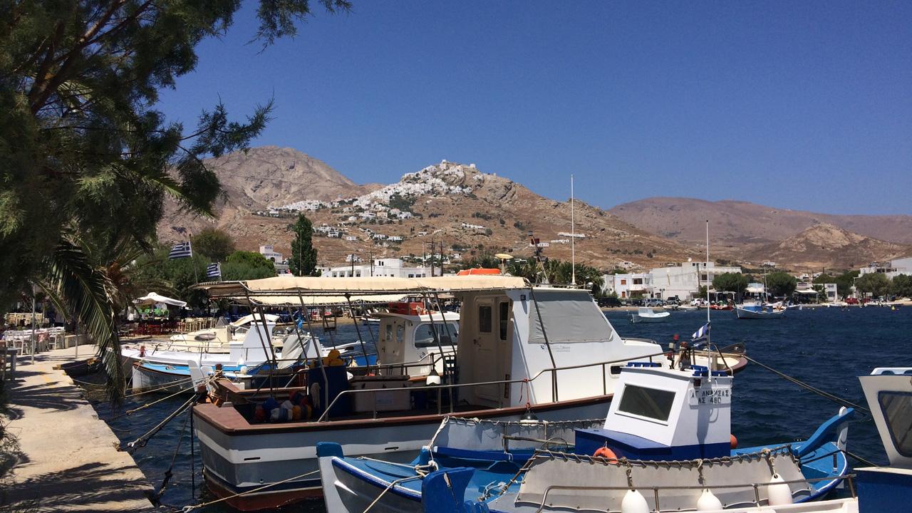 Serifos, Grèce - vue sur la chora depuis le port