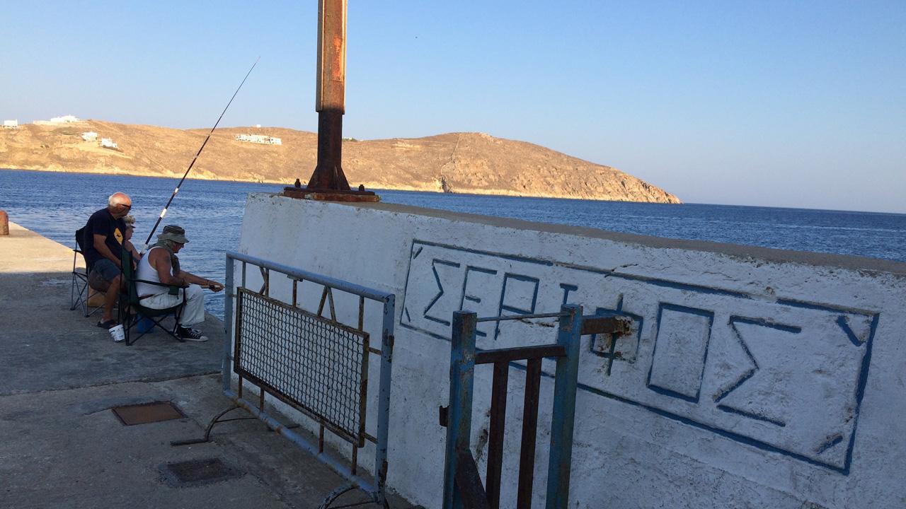 Serifos, Grèce - Sur le port avec les pécheurs