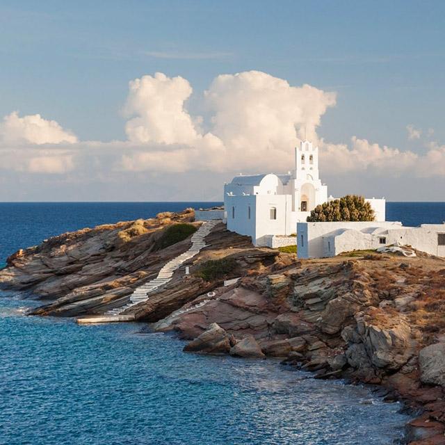 Sifnos, Cyclades, Grèce: l'église de Chryssopigi