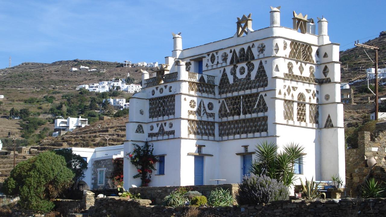 Tinos, cyclades, Grèce : Pigeonniers sculpté d'hyperthiras