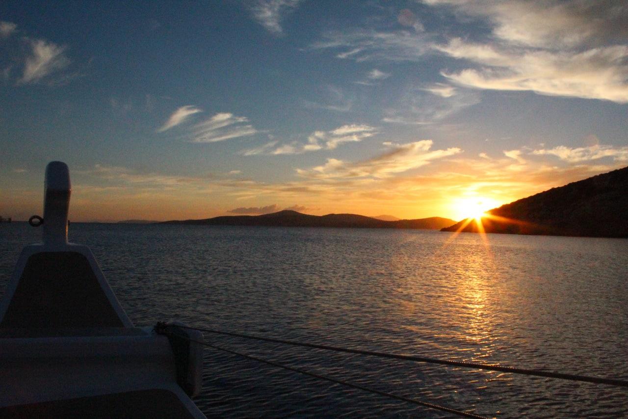 Lever de soleil sur Iraklia dans les petites Cyclades