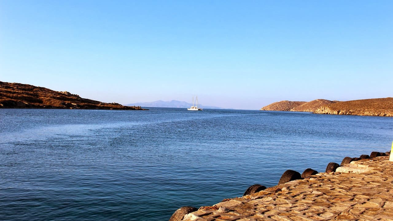 Vue sur la baie depuis l'île de Délos