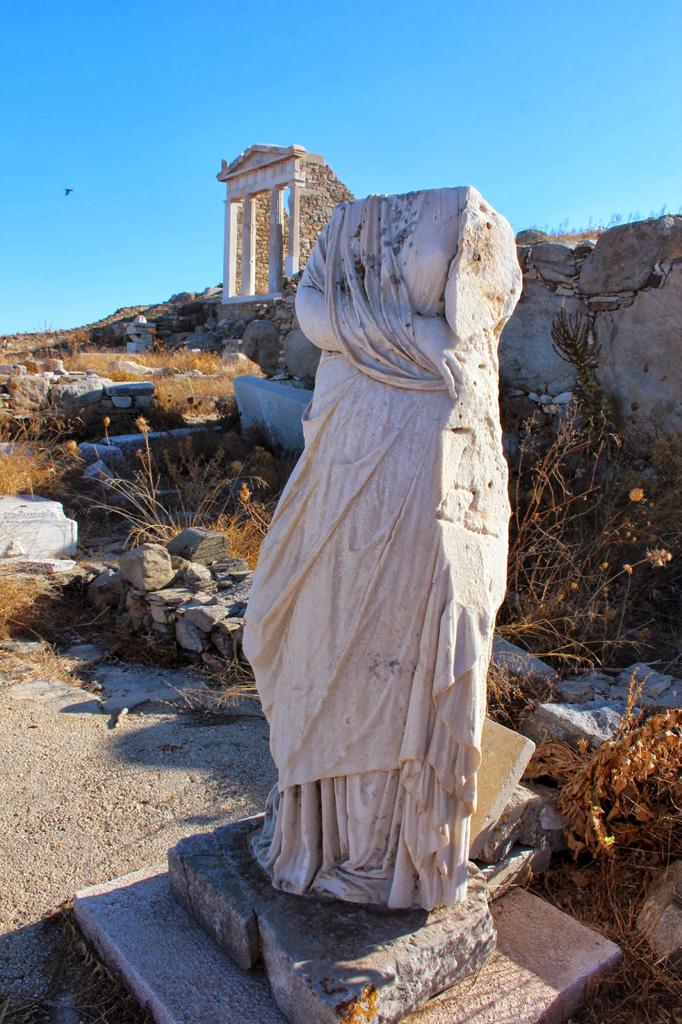 Vestige archéologique d'une statue à Délos