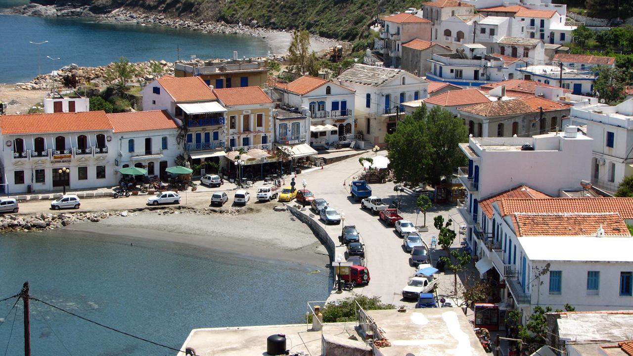 Ikaria - Vue sur le port d'Evdilos