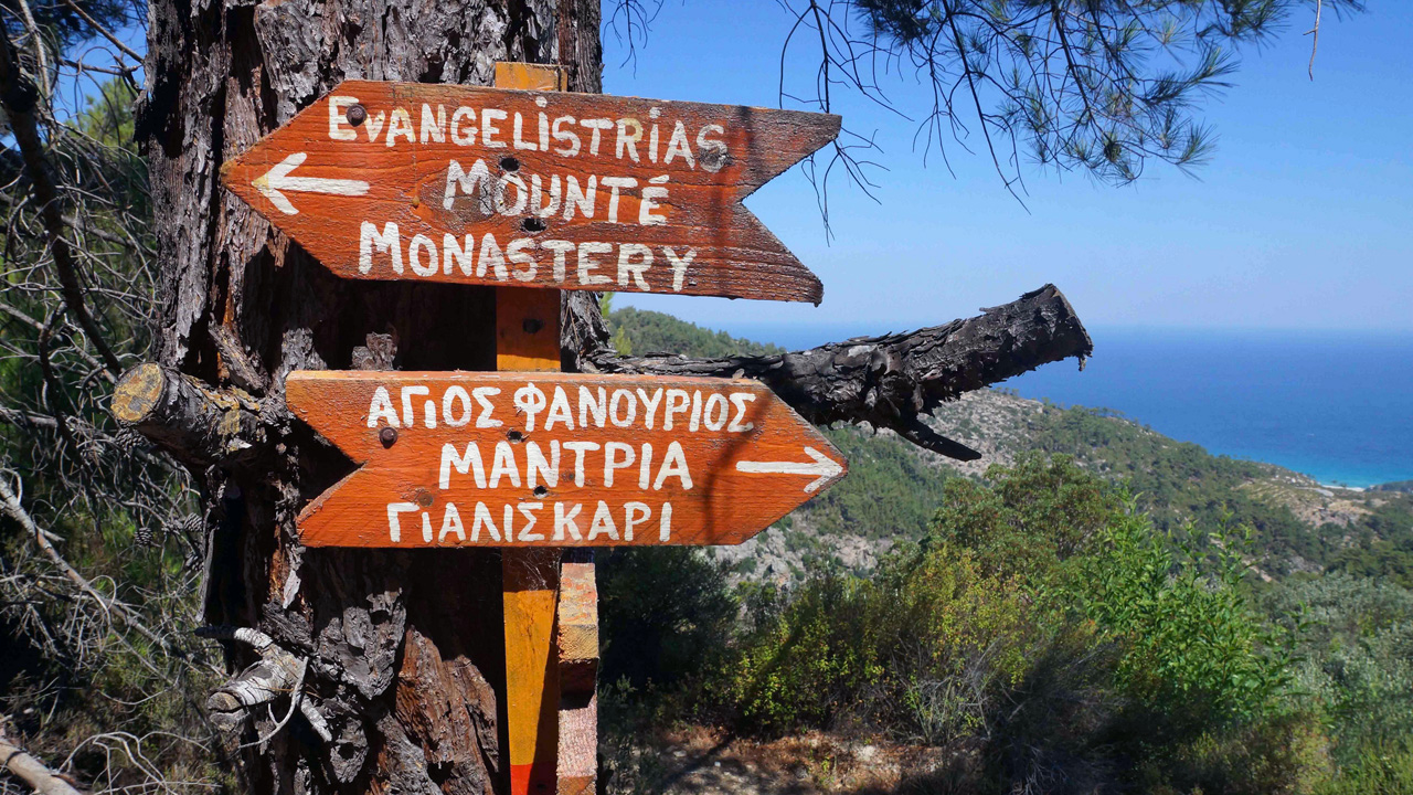 Ikaria - Croisement Moni Evangelistrias - Agios Fanourios